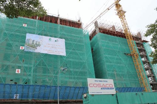 Mặt tiền block Mozart đang xây dựng tầng 10 trong tổng số 18 tầng.
